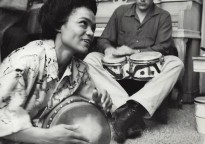 Eartha Kitt y James Dean tocando los timbales